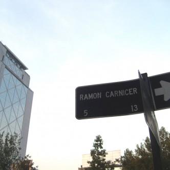 Placa del carrer Ramon Carnicer a Santiago de Xile