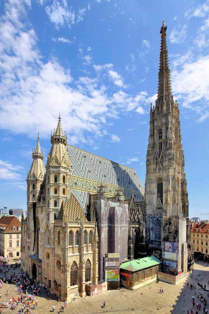 Aquesta imatge té l'atribut alt buit; el seu nom és Wien_-_Stephansdom_1-683x1024.jpg